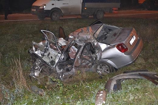 Под Пензой «КамАЗ» протаранил легковую машину. Один человек умер